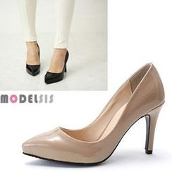 MODELSIS - Pointy-Toe Patent Pumps