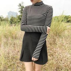 HELLO KANO - Turtleneck Striped T-Shirt