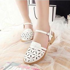 Tomma - Laser Cut Sandals