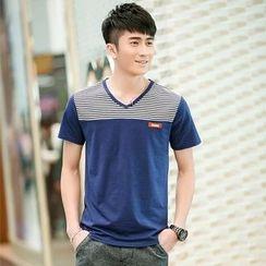SOLER - Stripe Panel V-neck Short-Sleeve T-shirt