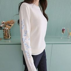 Hello sweety - Floral Embroidered Knit Top