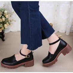 BAYO - 飾扣粗跟鞋