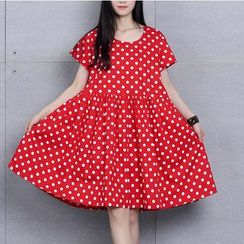 Clover Dream - Short-Sleeve Dotted Pleated Dress