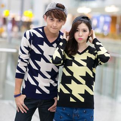 Lovebirds - Couple Houndstooth Sweater