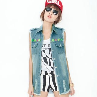 CUTIE FASHION - Distressed Studded Denim Vest