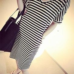 DreamyShow - V-Neck Striped T-Shirt Dress