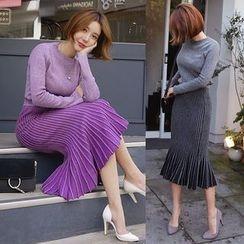 Seoul Fashion - Set: Crew-Neck Sweater + Pleated Midi Skirt