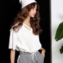 SUYISODA - V-Neck Short-Sleeve T-Shirt