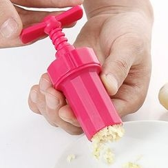Dolly Design - Garlic Press