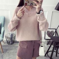 Qimi - Metal Ring V-Neck Sweater