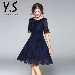 Y:Q - 镂空中袖A字连衣裙