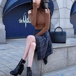 Aurora - Set: Sweater + Plaid Skirt