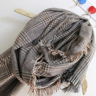 Cuteberry - Fringed Houndstooth Scarf