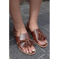 BBORAM - Faux-Leather Tassel-Accent Flat Sandals