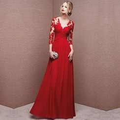 Royal Style - V-neck lace Panel  Wedding Dress
