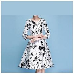 Strawberry Flower - Flower Print 3/4-Sleeve A-Line Dress