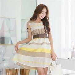 Styleonme - 無袖條紋A字連衣裙連飾扣腰帶