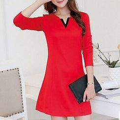 Q.C.T - Long-Sleeve V-neck Shift Dress