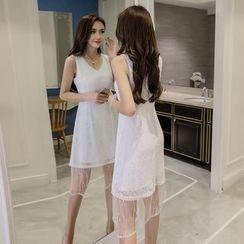 Merald - V-Neck Sleeveless Lace Dress