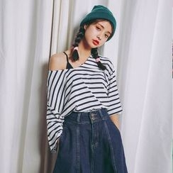 SUYISODA - 3/4-Sleeve Striped V-Neck T-Shirt