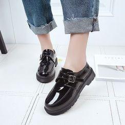 Charming Kicks - 仿漆皮粗跟轻便鞋