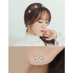 soo n soo - Rhinestone Flower Stud Earrings