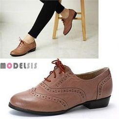 MODELSIS - Wing-Tip Oxfords