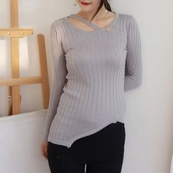 Oyal - Cutout Asymmetric-Hem Knit Top