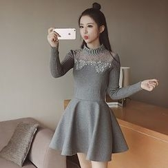NEUF - Long-Sleeve Lace Panel Knit Dress