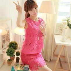 Chuvivi - Set: Sleeveless Flower Lace Panel Top + Skirt