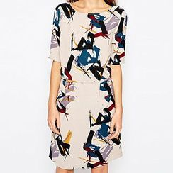 Richcoco - Printed Short Sleeve Sheath Dress