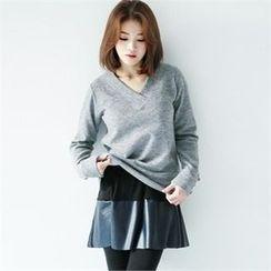 GLAM12 - V-Neck T-Shirt