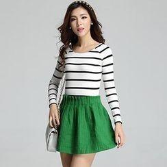 Muzi - Set: Striped T-Shirt + Embossed Skirt