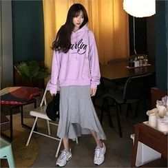 QNIGIRLS - Hooded Lettering Pullover