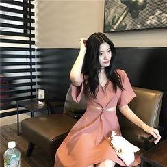 RUI - 扭結短袖A字連衣裙