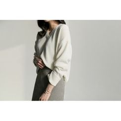 UPTOWNHOLIC - V-Neck Slit-Side Knit Top