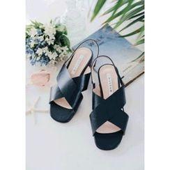 GOROKE - Cross-Strap Slingback Flat Sandals