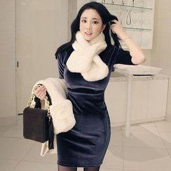 Seoul Fashion - Short-Sleeve Velvet Bodycon Dress