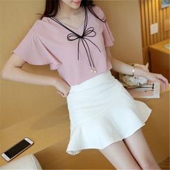 Fancy Show - Short-Sleeve Ruffled Top