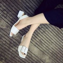 Yoflap - Buckled Block Heel Sandals