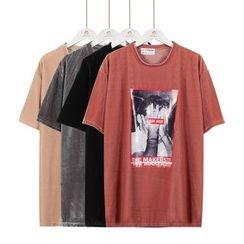 Momewear - Short-Sleeve Printed Velvet T-Shirt
