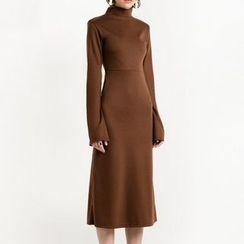 Richcoco - Bell-Sleeve Turtleneck Dress
