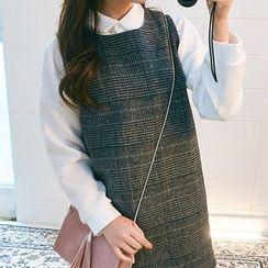 chuu - Sleeveless Glen-Plaid Mini Shift Dress