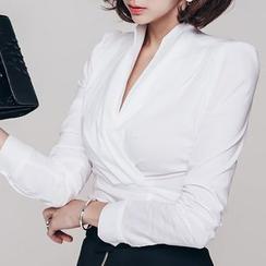 Yilda - 襯衫
