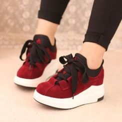 IYATO - Lace-Up Wedge Sneakers