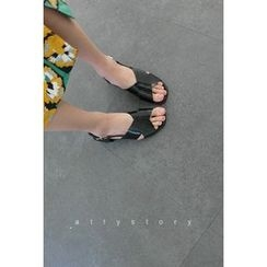 ATTYSTORY - Cross-Strap Sandals