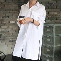 CHICFOX - Lettering-Back Slit-Side Long Shirt