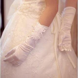 Luxury Style - Rosette Bridal Gloves