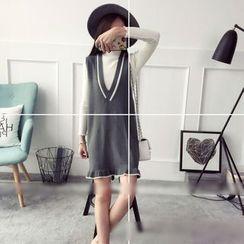 Poppy Love - Ruffle Hem V-Neck Sleeveless Knit Dress