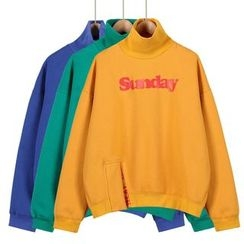 Momewear - Mock-Neck Lettering Pullover